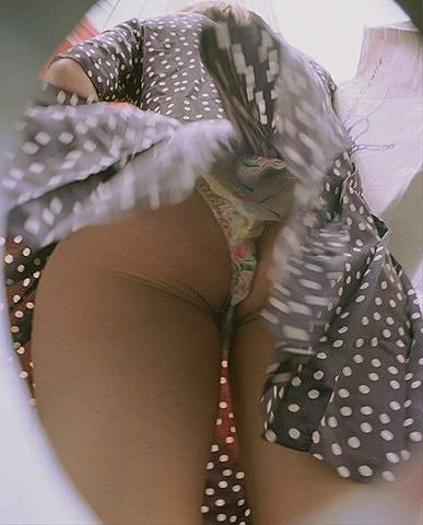 Фото эротика под юбкой у молодых сексуальных мам и тёлок онлайн.